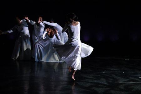 """מופע: """"מחול הגחליליות"""" תאטרון גושן"""